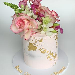 Fresh Blooms Gold Leaf Cake